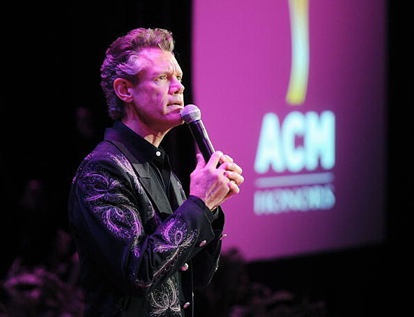 Randy Travis speaks during the 4th Annual ACM Honors
