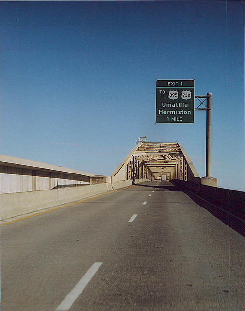 Bridge over Columbia River to Umatilla and Hermiston