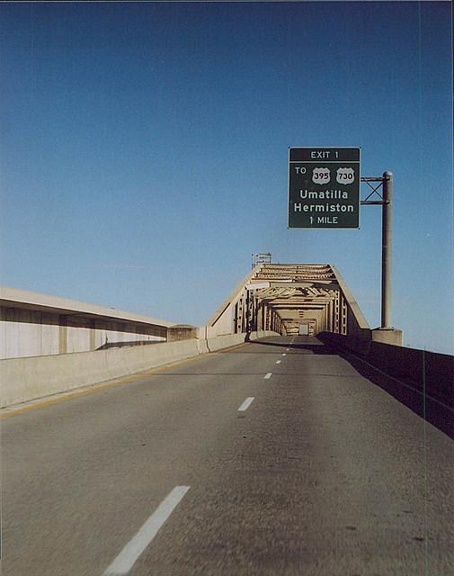 Bridge over Columbia River to Umatilla and Hermiston
