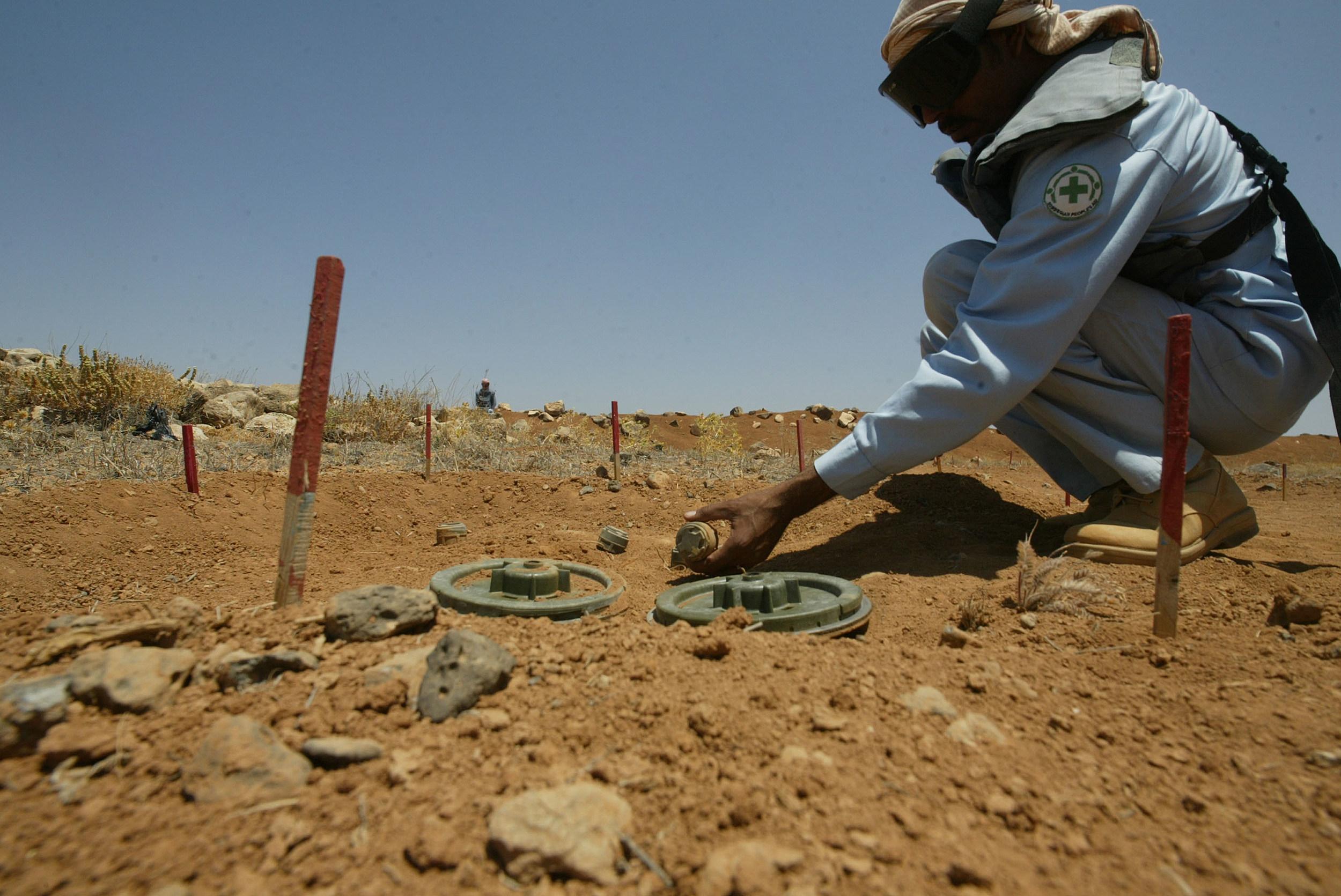Ordnance Experts Demine Syrian Border Area